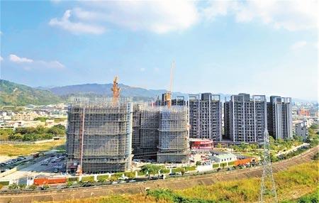 台中市北屯區產業、軌道經濟到位,許多造鎮型的建案吸引年輕人移居,登上6都各行政區人口淨遷入冠軍。(盧金足攝)
