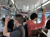 公車司機傳確診 北市遭質疑接種慢?