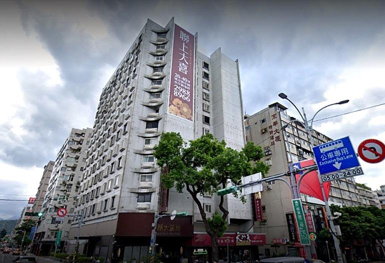 民眾分享的真實靈異經歷,就是台北市中山區的「首都大樓」;雖然靈異傳聞頻頻,但首都大樓依舊具身價,近年轉手案件獲利都很高。圖/google map