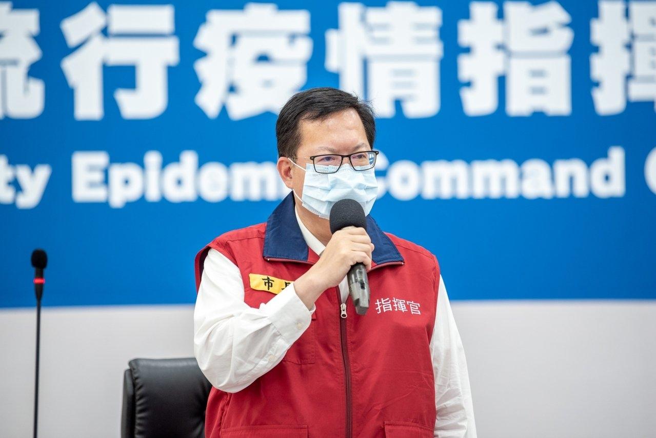 桃園市長鄭文燦上午在防疫會議表示隱形傳播鏈尚未截斷,個案的疫調、篩檢和匡列都要徹底落實,才能夠結束疫情。圖/桃園市政府提供