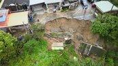 大雨不停…苗栗三灣民宅前邊坡崩坍 緊急撤離10餘人