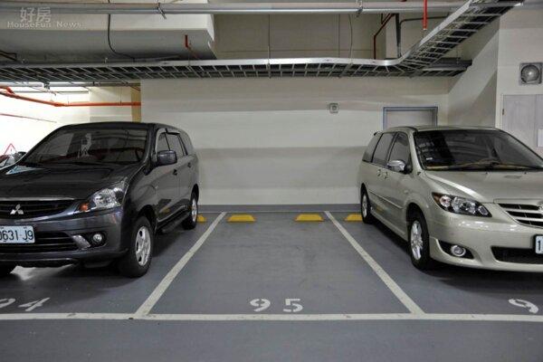 車位買賣學問大,不僅要關心價格,產權及位置都很重要。(好房News記者陳韋帆拍攝)