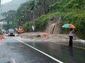 康芮颱風來襲 台21線信義鄉野溪土石流阻交通