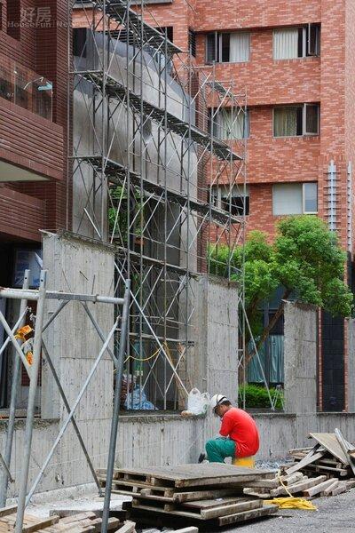 汐止區夢想社區第四期建案,工人施工情境圖,大樓工地。(好房News記者 陳韋帆/攝影)