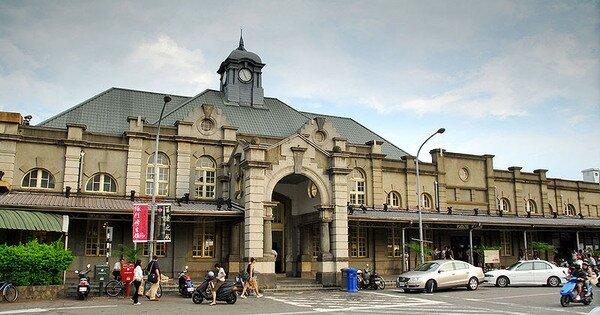 「大車站計畫」的推動將建置跨站平台連結新竹火車站的前後站,並與商業活動結合,周邊房市皆可受惠。(圖/維基百科)