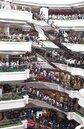 外資搶進倉儲和大型購物中心