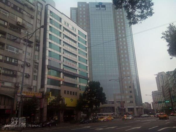 4在高樓大廈與捷運雙重加持下,有助於周邊房價提升。