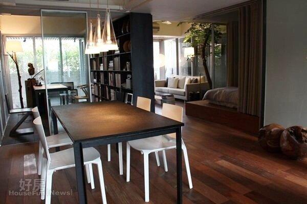 5.書房與餐桌間以透明玻璃隔間,讓空間變得通透。