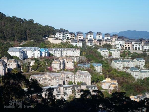 青山鎮社區位於新店山區,是一戒備森嚴社區。