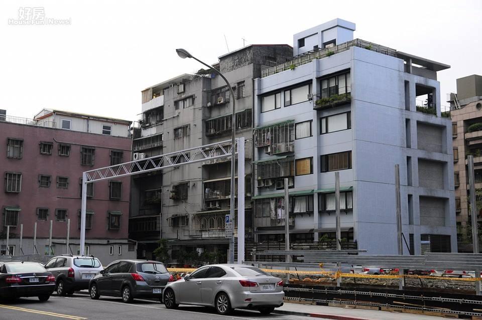 民眾較少注意到地上權住宅的交易稅賦問題,圖為民生社區的地上權建案基地。(好房News記者陳韋帆拍攝)