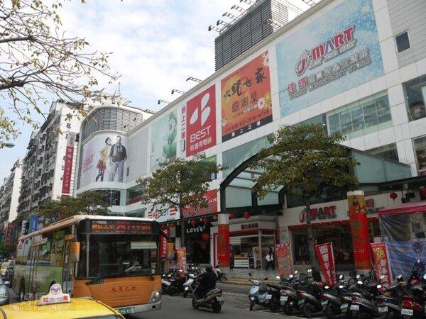 4.附近有中型購物商場「佳瑪百貨」與幸福商圈,生活機能完善。