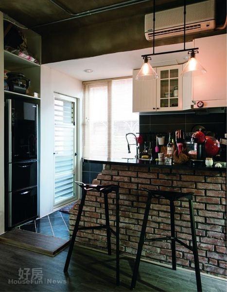 3. 吧台的破碎紅磚是屋主的創意。
