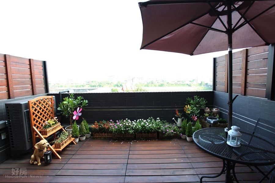 5.四坪大的露台,有如戶外咖啡館。