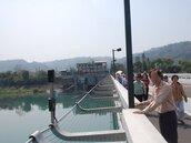石岡壩創全台水庫之先 壩頂護欄外設置防墜網