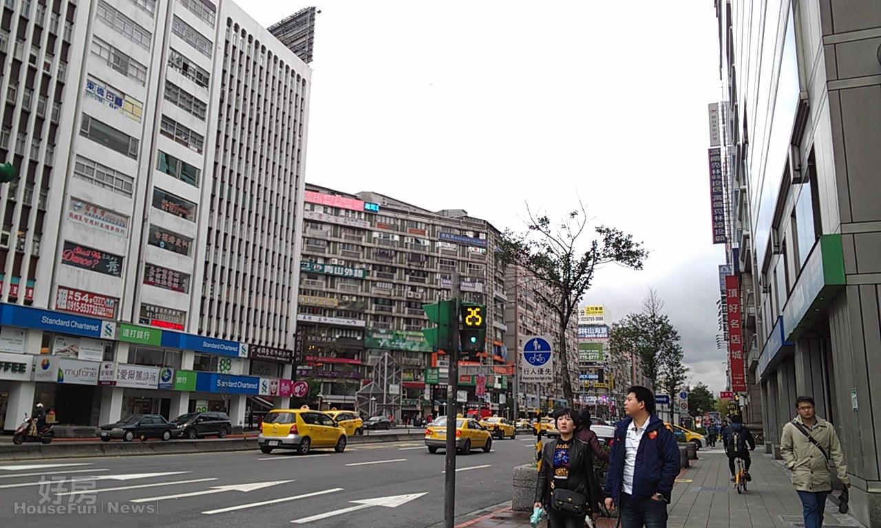 東區 店面 頂好商圈 (好房News記者林美欣拍攝)