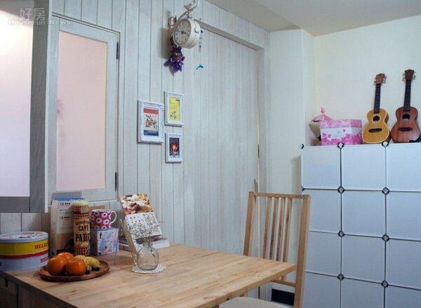 2.將臥室牆面改成充滿鄉村風的感覺,包括吊鐘、相框…等裝飾品都是DIY自行釘上的。