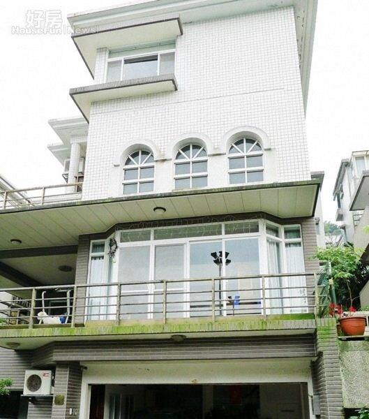 4.別墅外觀雖有二十年歷史,在早期吸引了許多名人入住。