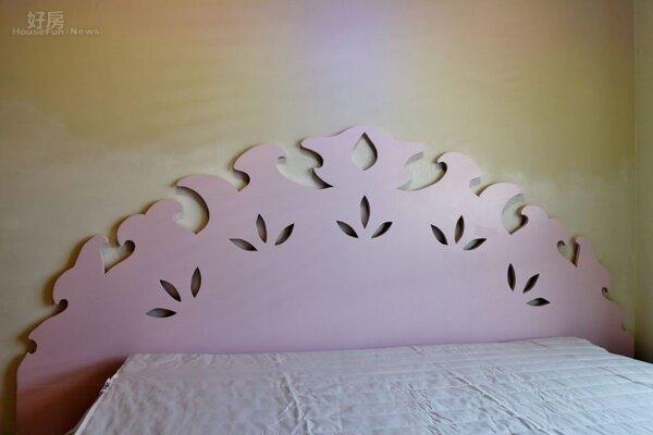6.手工床板造型吸睛,加上牆面聚光燈投射在多色彩牆面,顯現不同氣氛。