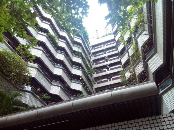 2外觀雅致的「翠亨村」,是逸仙路最有名氣的大樓。