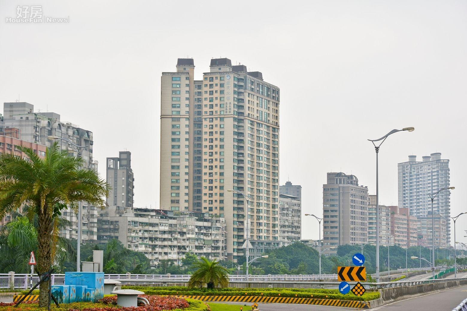 中和區秀朗橋旁水岸豪宅區,待捷運秀朗橋站完工後將成為水岸捷運宅。(好房News記者 陳韋帆/攝影)