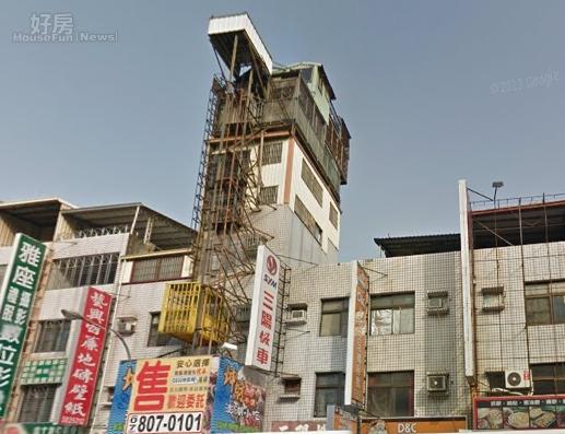 高雄最牛違建,加蓋三層樓還長出鴿舍,總高八層,嚇壞路人(翻攝自Google map)