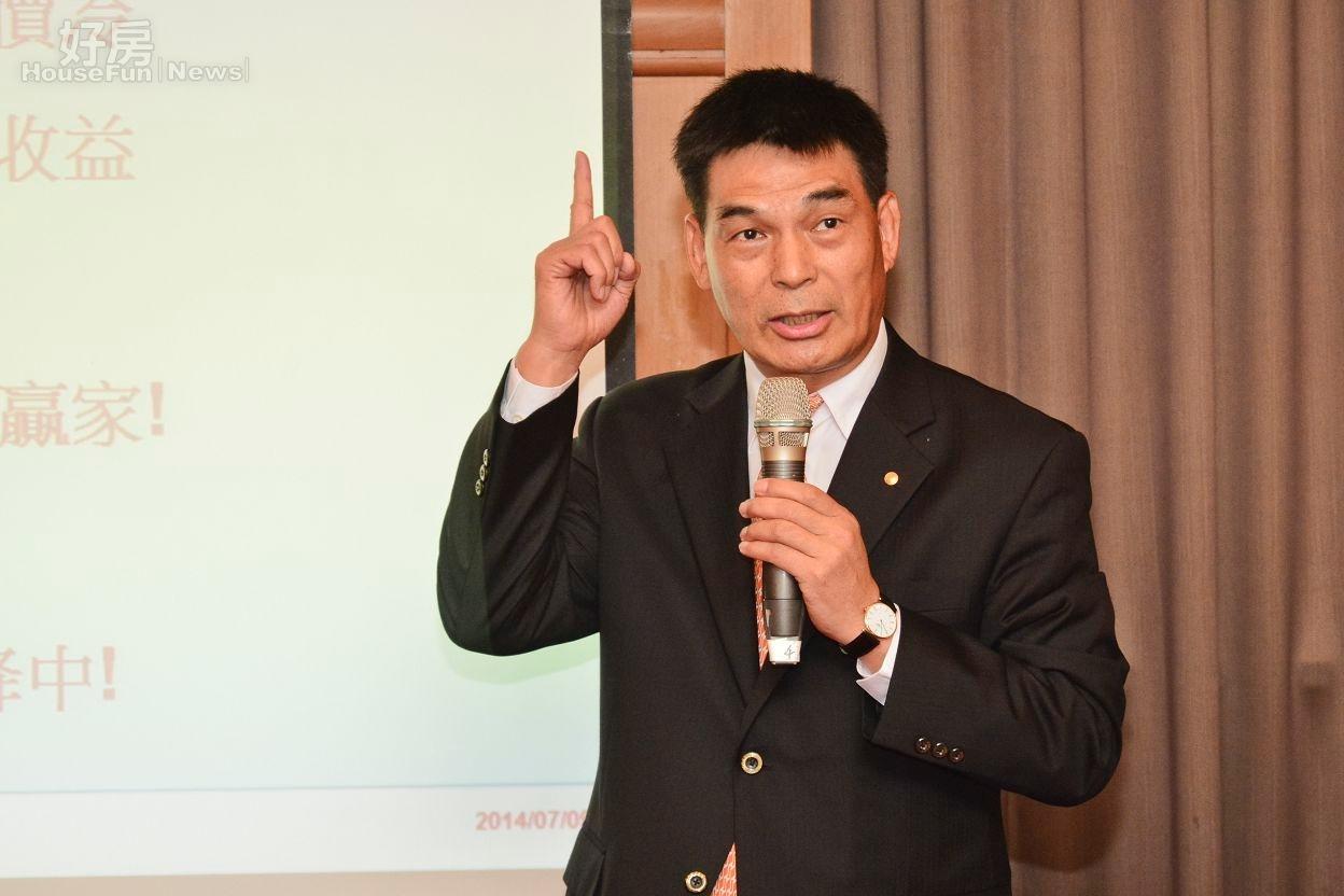 戴德梁行董事總經理顏炳立認為,廣推社會住宅讓年輕人租屋比打房有效。(好房News記者 陳韋帆/攝影)