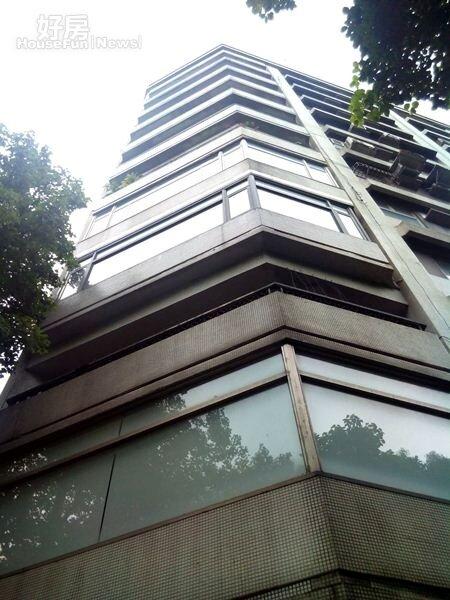 4視野正對國父紀念館的「逸安」,是大陸工程在逸仙路的知名建案。