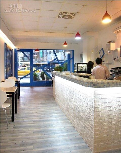 2.這家店不只有涮涮鍋,也供下午茶,所以店內佈置的風格也有咖啡館的影子。