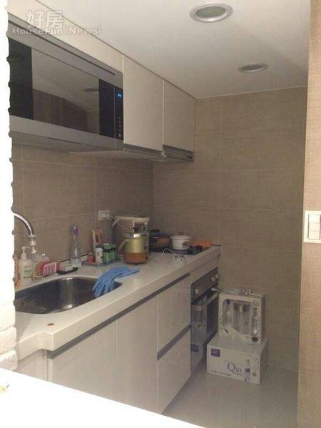 4.廚房以白色系為主,因為空間不大,薇如也鮮少下廚。