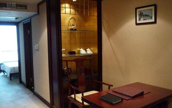 1張介英位在上海靜安區新居古色古香,裝潢很有中國味。