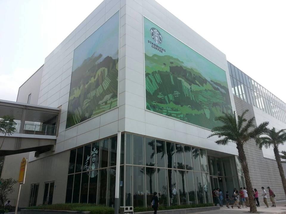 星巴克首間離島門市「金門風獅爺門店」於昨(8/9)日開幕。(翻攝自「風獅爺商店街 Wind Lion Plaza」Facebook粉絲團)