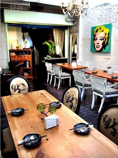 5.老家具與普普藝術,使得餐廳頗具風味。