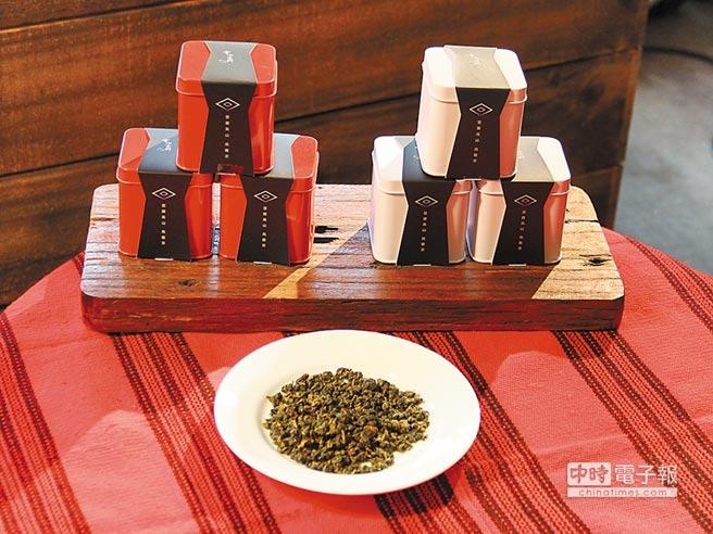 巫清瑜的茶葉商品,透過新北市原民局輔導,以特色包裝吸引消費者,不僅大獲好評,更藉此完成創業夢。(記者郭逸翻/攝影)