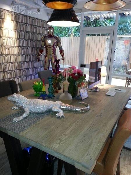 2.不喜歡制式的佈置,餐桌的燈三盞都不同,桌上的飾品也很吸睛。