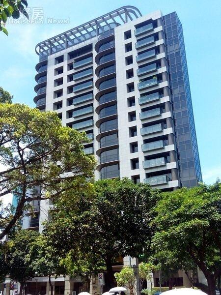 1樓高17層的「元大栢悅」屋齡只有4年。