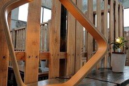 以木片一片片加熱堆疊而成的桌燈「Leer」,成功做到是燈也是家中擺飾藝術品的境界。