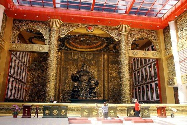 2「桃園威天宮」主祀關聖帝君為全台室內最大。