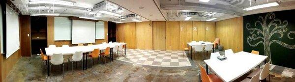 4當隔板拿開來,就成為一個寬闊的大會議廳或演講廳。