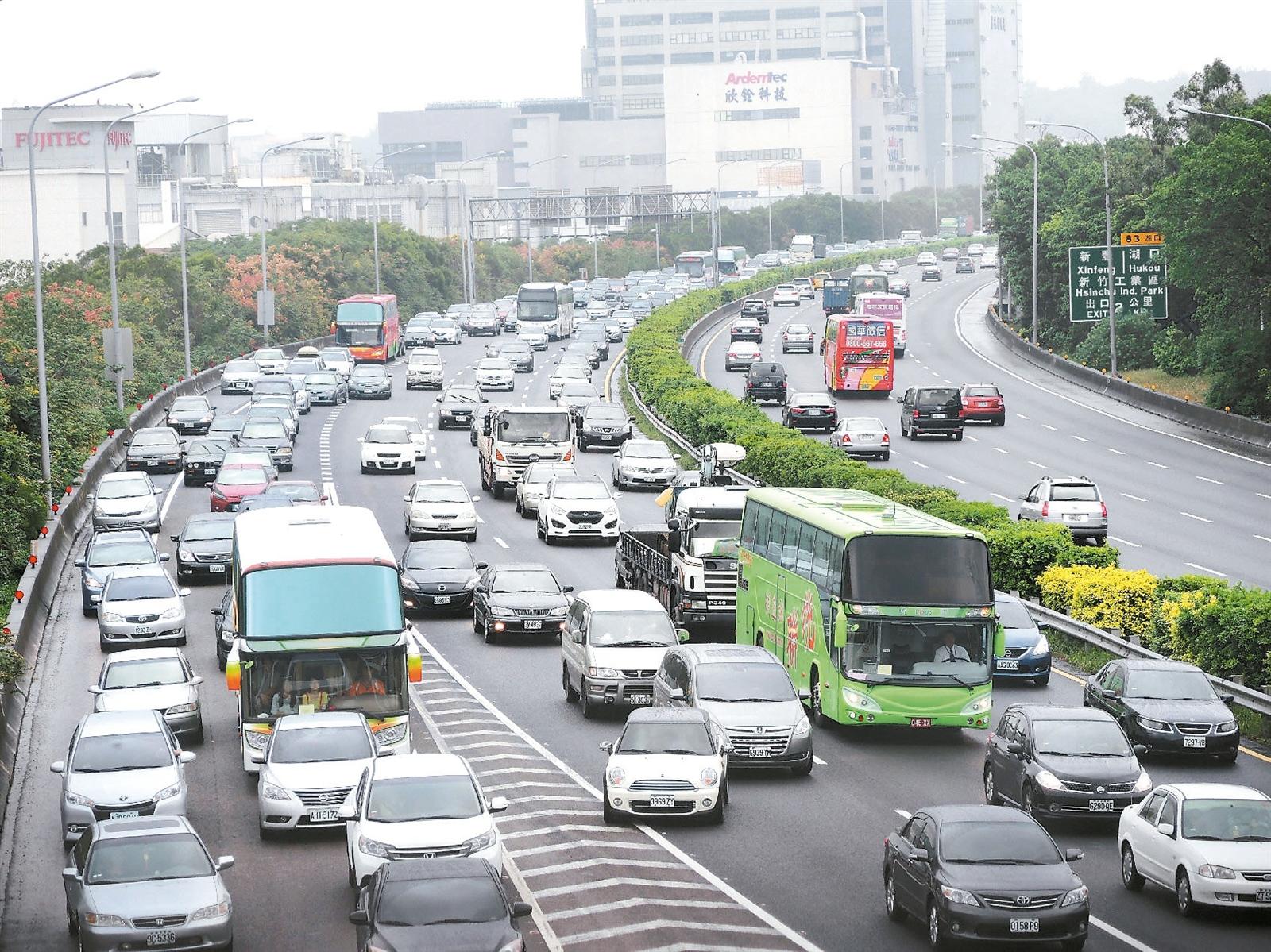 國慶連假不想塞在高速公路?趕緊來看「這一招」教你如何避免受塞車之苦!