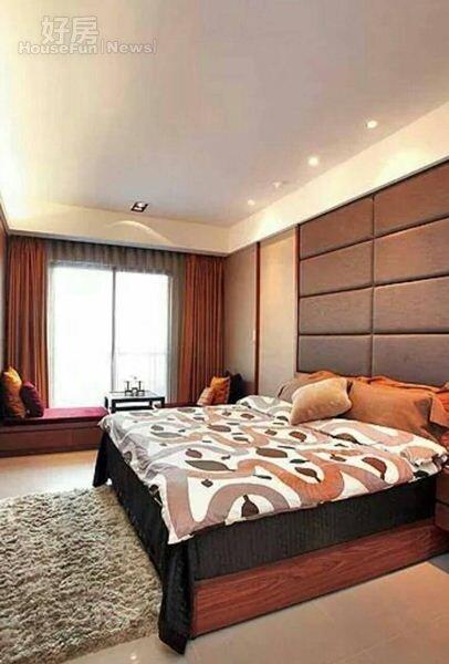 5.寬敞的主臥室做了臥舖,可以在此休憩看風景。