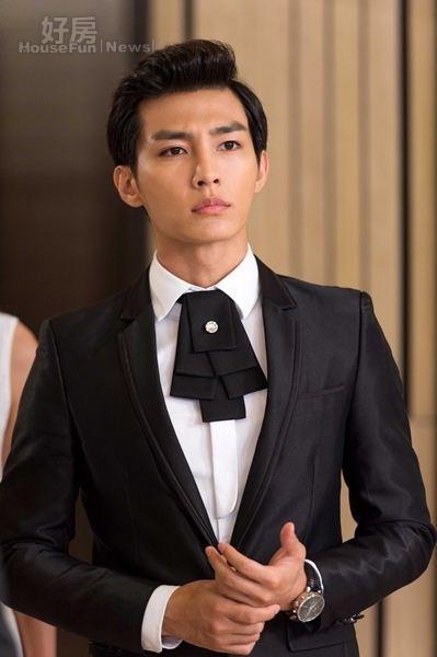 7炎亞綸拍攝偶像劇《愛上兩個我》的帥氣裝扮。(圖╱三立)