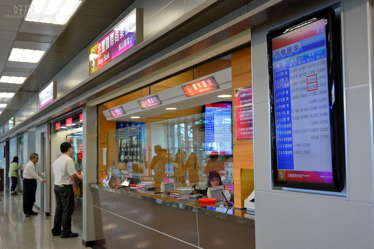 銀行櫃台冷清清情境圖。(好房網News記者 陳韋帆/攝影)