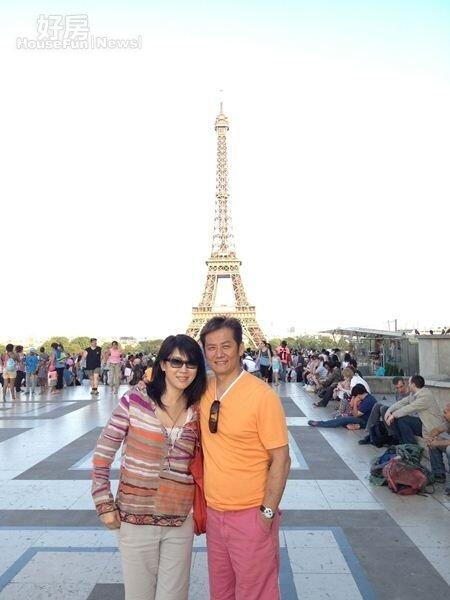 9徐乃麟(右)經常與家人出國度假,砸錢買豪宅也不手軟。(圖╱華視)