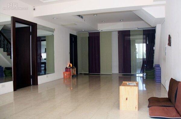 5.由於居住環境為瑜伽課程用途,家具不多裝潢簡單、單層為兩房一廳一衛格局。
