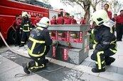中市高層建築物消防搶救演練 過程逼真