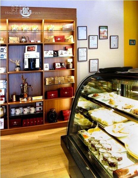 5.8C Brunch有許多自己的咖啡產品,牆上則有許多食材來源證明與得獎獎狀。