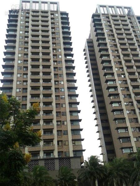 1「萬囍」兩棟建築高聳林立,在萬華區已成地標。