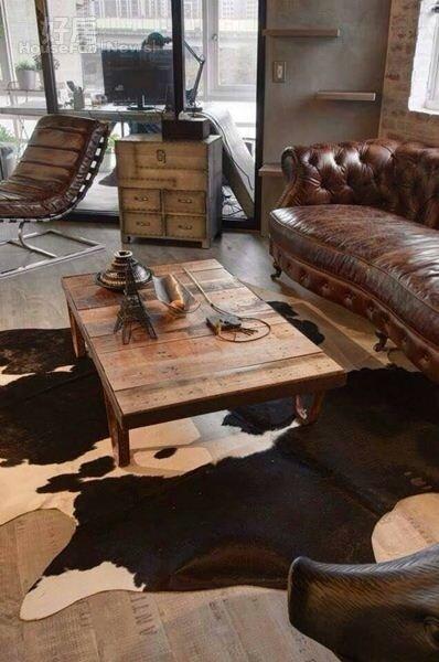 3.許多家具都是從國外進口,以深色系讓空間溫暖一些。