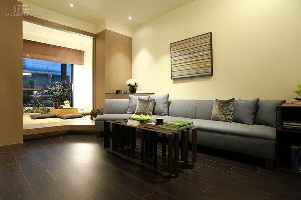 入口玄關直接可以看到客廳、日式房間甚至是陽台,整體視線不受阻礙,空間感也就大增。