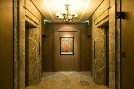 這是五星級飯店的電梯口?不是,這僅是龍寶建設所興建的住宅中一定會有的「標準配備」。